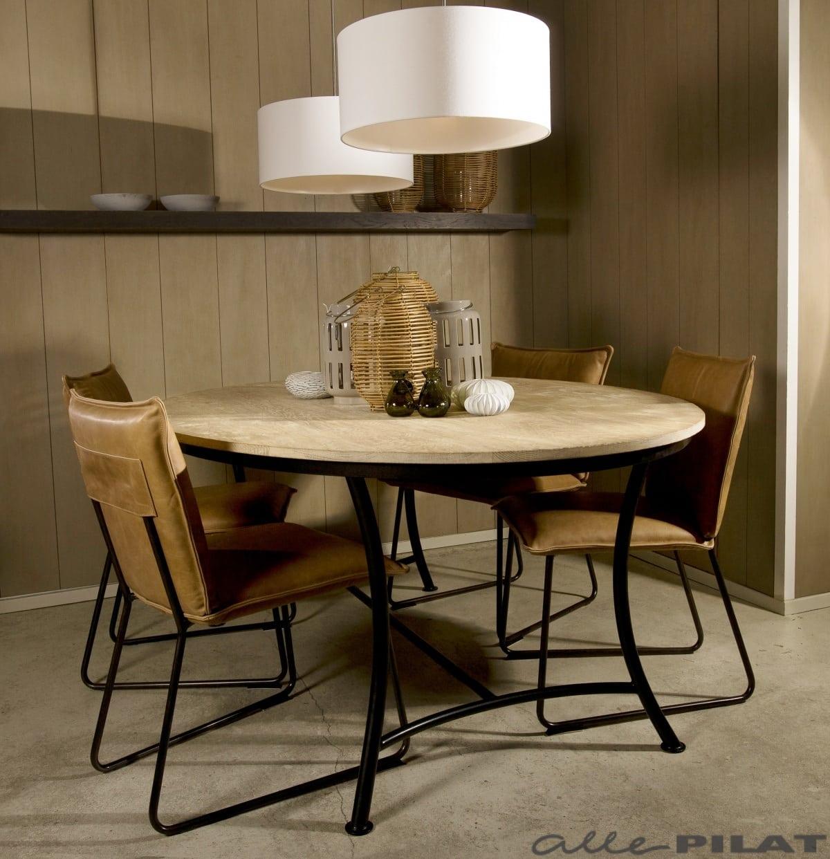 Ovalen eiken tafel krom is elegant en toch modern alle pilat for Design tafel ovaal