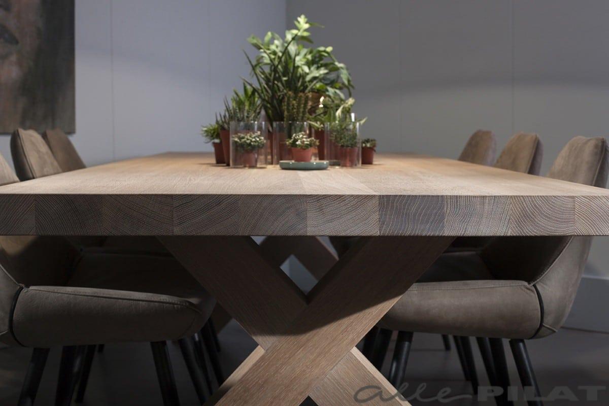 Robuuste Eiken Tafel : Robuuste eiken tafel wille is massief en stoer woonwinkel alle pilat