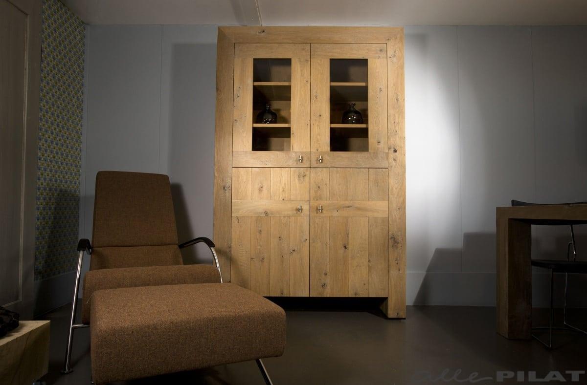 Rustiek Eiken Kast : Eiken vitrinekast swier wordt op maat gemaakt alle pilat