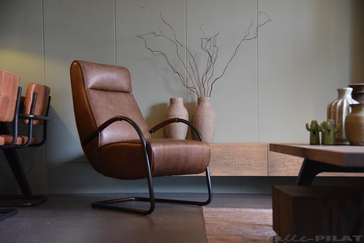 Bruine Leren Stoel : Hoge fauteuil howard van bruin leer woonwinkel alle pilat