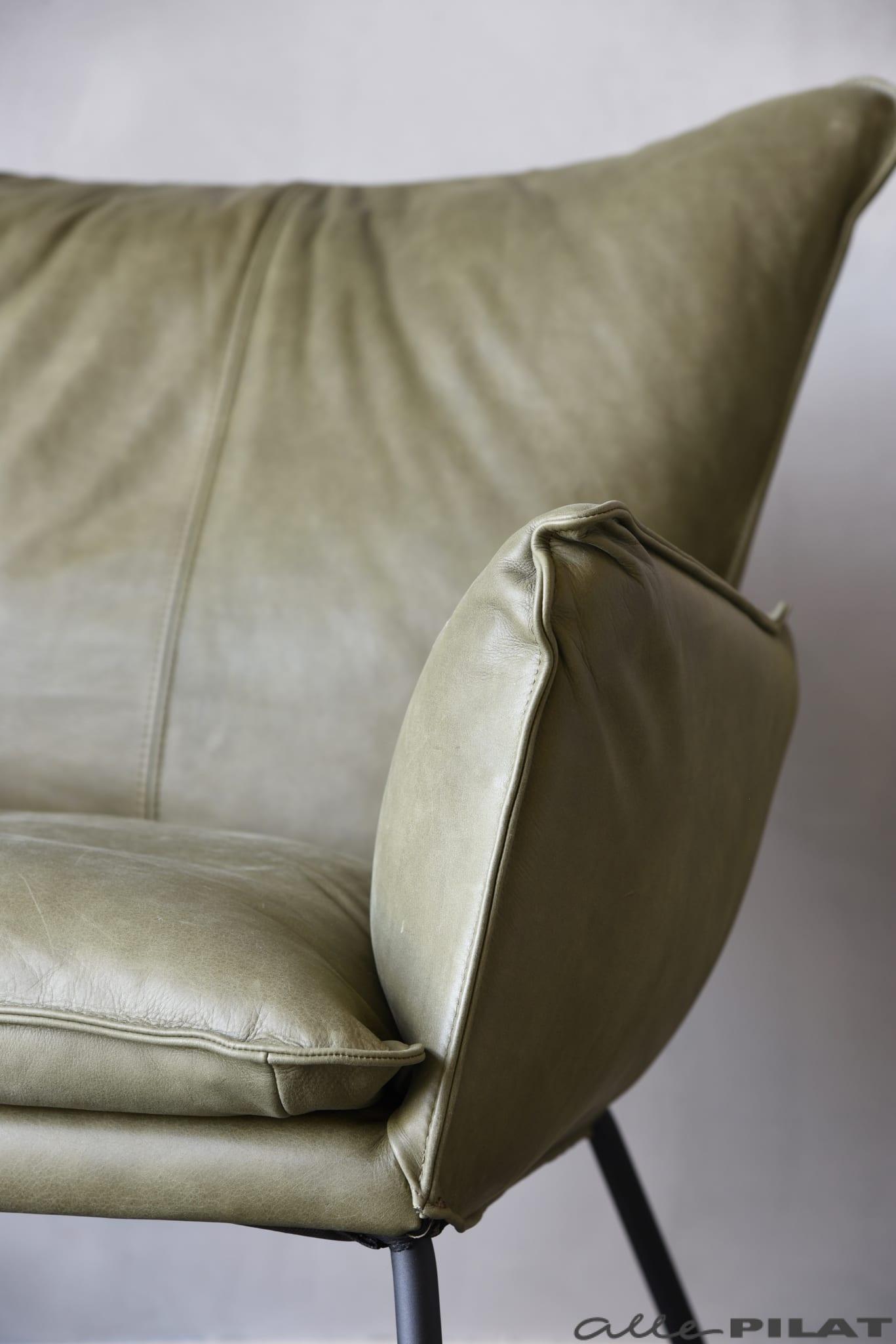 Comfortabele Luxe Fauteuil.Fauteuil Guus In Stoer Olijfgroen Leer Woonwinkel Alle Pilat