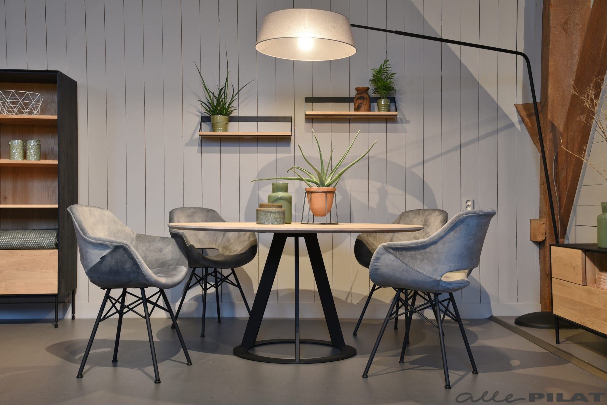 Zwarte Ronde Tafel : Ronde eiken tafel fier met zwart frame woonwinkel alle pilat